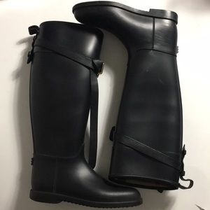Burberry • Belted Equestrian Rain Boots